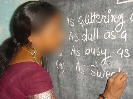 Cikgu Shanti seorang guru yang rajin.